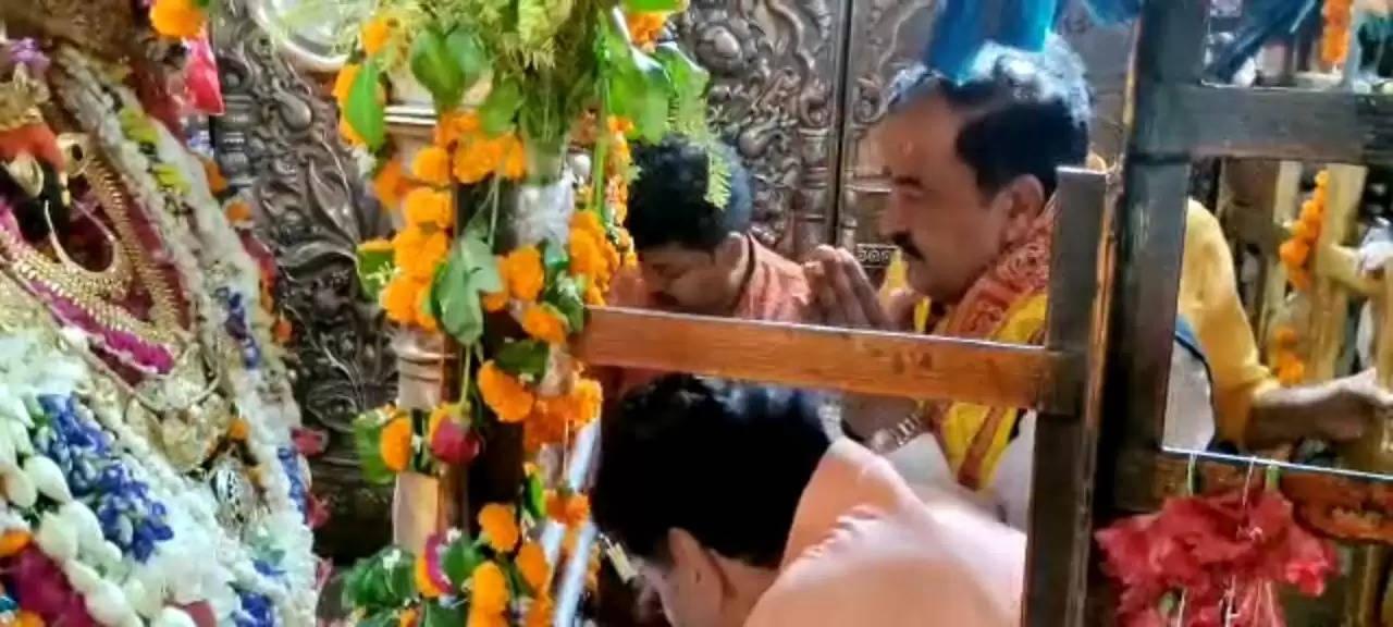 डिप्टी सीएम केशव प्रसाद मौर्य ने मां विंध्यवासिनी का किया दर्शन पूजन