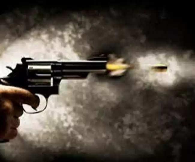 ससुराल की रोटी तोड़ने के तानों से था परेशाान, पत्नी और सास की गोली मारकर ली जान, पुलिस को खुद ही किया कॉल