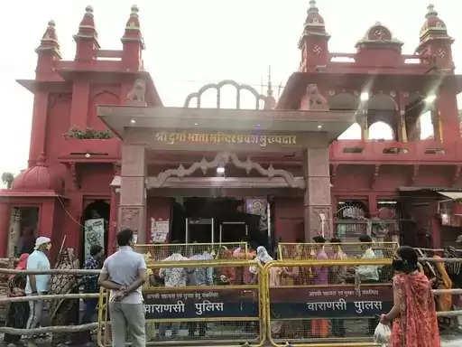 काशी के दुर्गाकुंड मंदिर में माँ कुष्मांडा की झलक पाने के लिए भक्तों का उमड़ा जन सैलाब