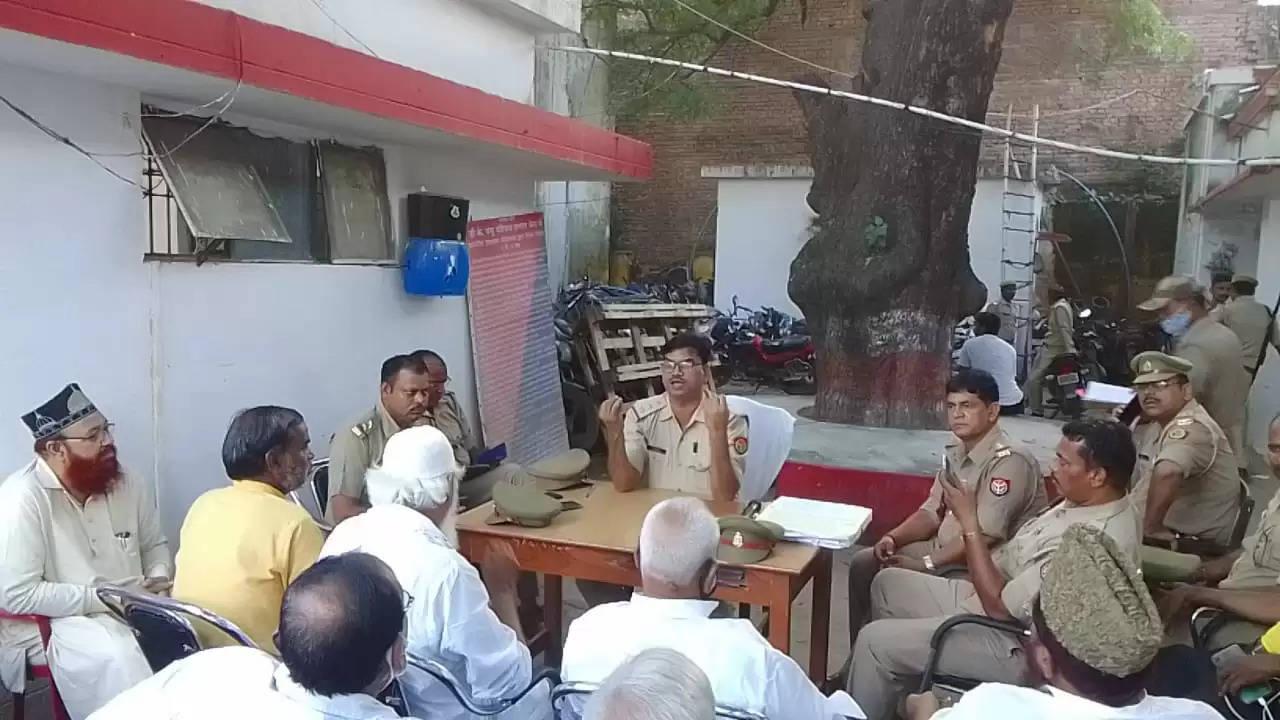 शारदीय नवरात्र, आगामी दुर्गा पूजा व दशहरा पर्व को देखते हुए थाना कटरा कोतवाली में की गई पीस कमेटी की बैठक