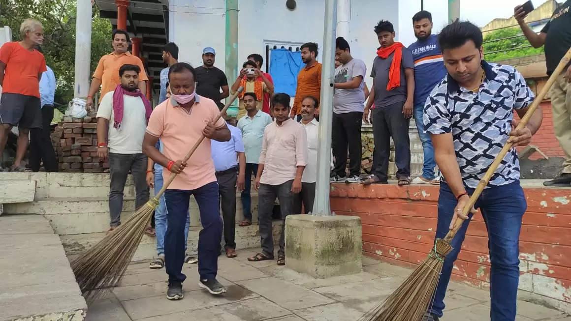 मिर्ज़ापुर में 2 अक्टूबर पर स्वच्छता की अलख जगाने निकले नगरपालिका अध्यक्ष