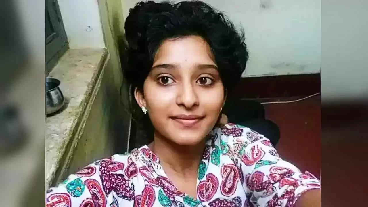 स्कूल की फीस नहीं भर पाने पर आत्महत्या का प्रयास करने वाली लड़की ने 10वीं में किया टॉप