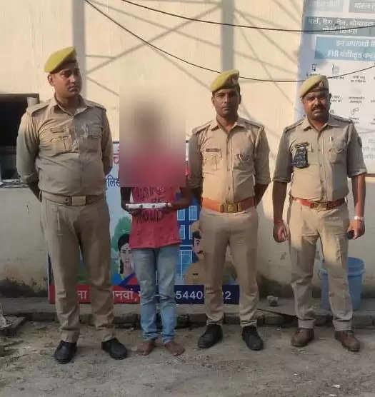 सहजनवा पुलिस ने अवैध चाकू के साथ एक अभियुक्त गिरफ्तार