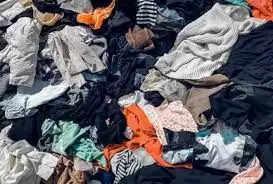 अक्सर पुराने कपड़े को या तो फेक देते है या किसी जरूरतमंद को दे देते या तो साफ सफ़ाई के लिए प्रयोग कर लेते है।vv