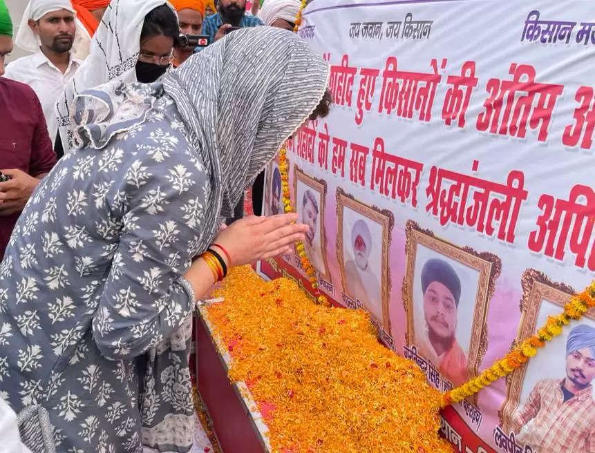 लखीमपुर खीरी हिंसा: श्रद्धांजलि सभा में प्रियंका ग़ांधी संग राकेश टिकैत हुए शामिल