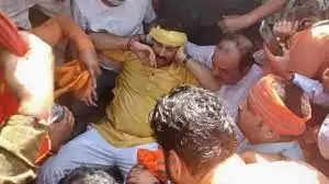 दिल्ली में CM केजरीवाल के घर के बाहर प्रदर्शन के दौरान घायल हुए बीजेपी सांसद मनोज तिवारी