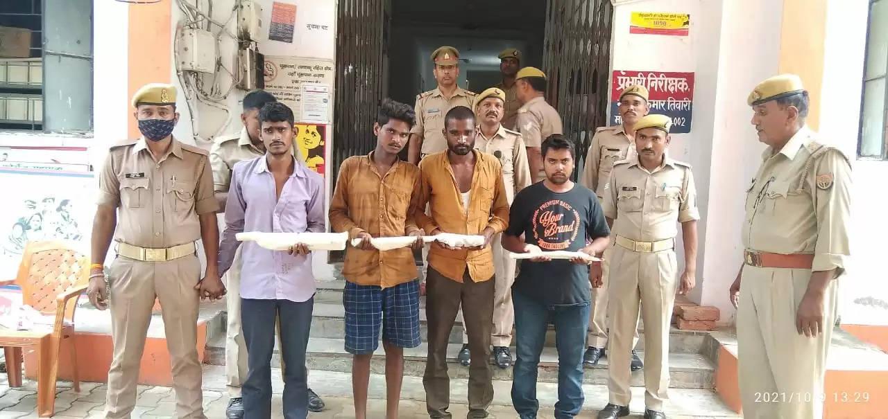 स्थानीय पुलिस ने बीती रात चोरी की योजना बनाते चार युवकों को पुलिस ने किया गिरफ्तार