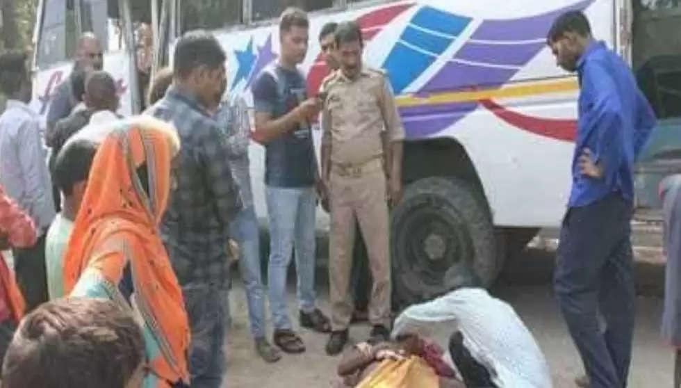खड़े ट्रक में बस ने मारी टक्कर, 20 यात्री घायल,