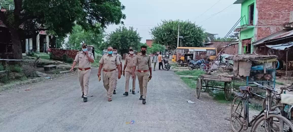 पर्याप्त पुलिस बल के साथ किया गया गस्त व चेकिंग
