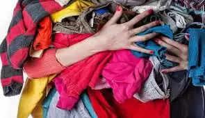 अक्सर पुराने कपड़े को या तो फेक देते है या किसी जरूरतमंद को दे देते या तो साफ सफ़ाई के लिए प्रयोग कर लेते है।