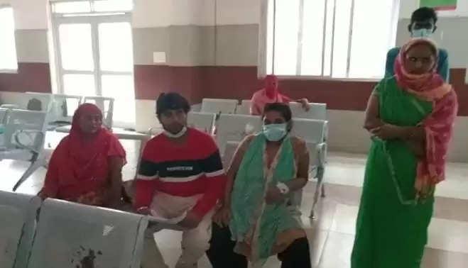 पत्नी की डिलीवरी कराने आए पति ने महिला चिकित्सक के ऊपर पैसे मांगने का लगाया आरोप