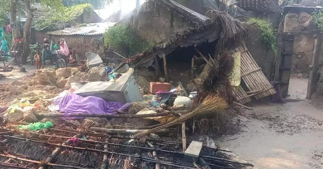 लगातार बारिश से केंद्रीय मंत्री के आदर्श गांव में गिरा मकान, पांच लोग गंभीर रूप से घायल